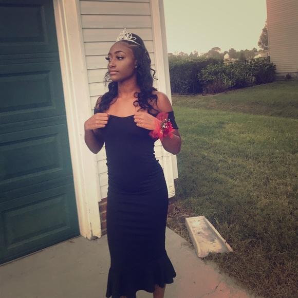 PrettyLittleThing Dresses & Skirts - Black Bardot Frill Hem Midi Dress